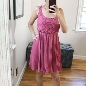 Forever 21 mauve pink lace pleated dress S